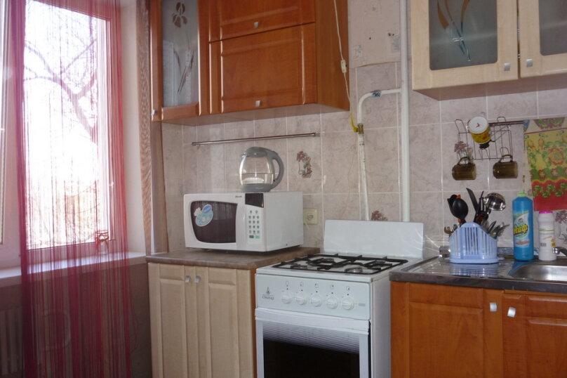 1-комн. квартира, 30 кв.м. на 1 человек, улица Степанца, 12/2, Омск - Фотография 2