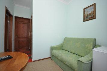 """2-комнатный номер """"люкс"""" c видом на море, 23 кв.м:  Номер, Люкс, 4-местный, 2-комнатный, Пансионат, Угловое на 12 номеров - Фотография 4"""