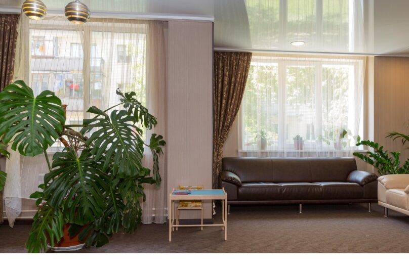 """Апарт-отель """"RESIDENT"""", улица Крылова, 64/1 на 15 комнат - Фотография 2"""