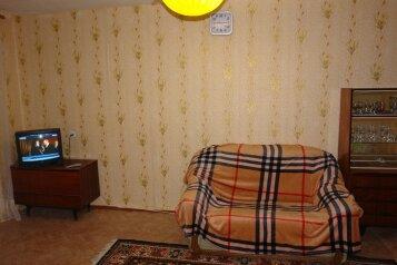 2-комн. квартира, 45 кв.м. на 6 человек, улица Зорге, Центральный район, Курган - Фотография 1