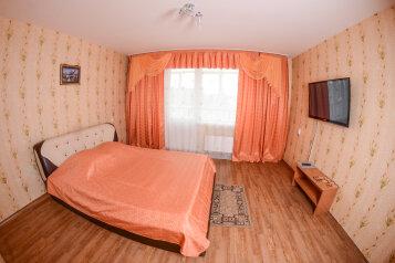 2-комн. квартира, 60 кв.м. на 3 человека, улица Алексеева, 7, Советский район, Красноярск - Фотография 2