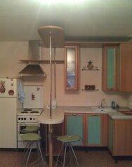 2-комн. квартира, 40 кв.м. на 5 человек, проспект Ермакова, Центральный район, Новокузнецк - Фотография 2