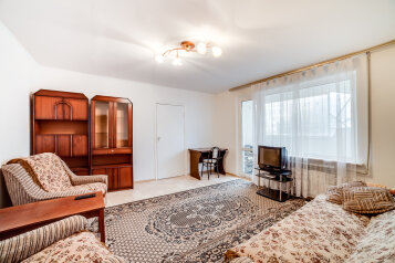 2-комн. квартира, 58 кв.м. на 4 человека, проспект Героев Сталинграда, 60, Севастополь - Фотография 1