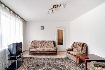 2-комн. квартира, 58 кв.м. на 4 человека, проспект Героев Сталинграда, 60, Севастополь - Фотография 2