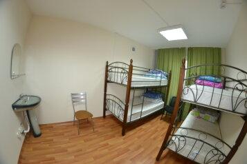 Хостел:  Номер, Эконом, 13-местный, 2-комнатный, Хостел, улица Михаила Годенко, 1 на 3 номера - Фотография 2