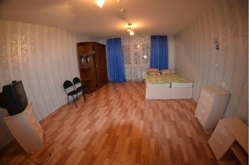 4-комн. квартира, 60 кв.м. на 8 человек, Северный проезд, 12, Красноярск - Фотография 1