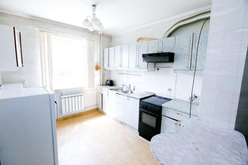 4-комн. квартира, 80 кв.м. на 8 человек, Северный проезд, 16, Красноярск - Фотография 1
