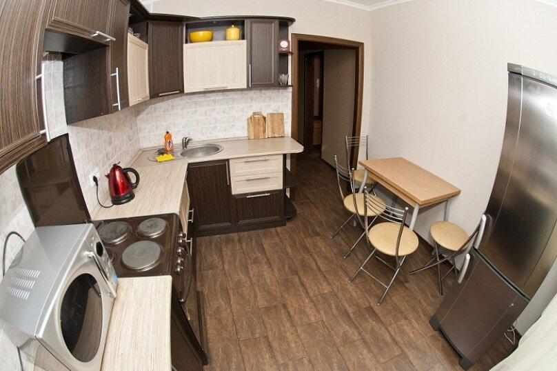 3-комн. квартира, 80 кв.м. на 8 человек, Северный проезд, 16, Красноярск - Фотография 1