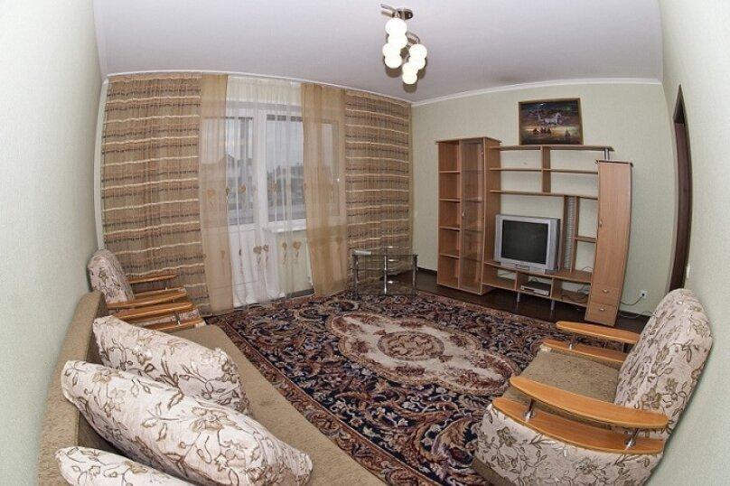 3-комн. квартира, 80 кв.м. на 8 человек, Северный проезд, 16, Красноярск - Фотография 2