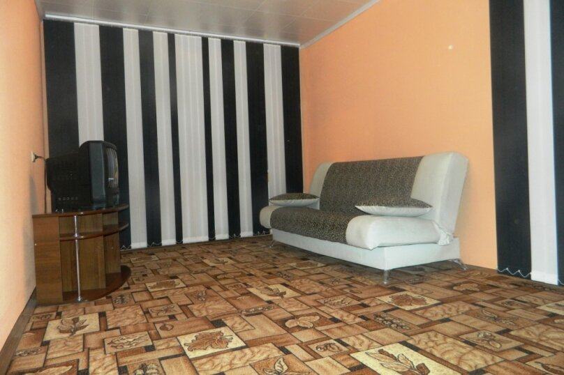 2-комн. квартира, 54 кв.м. на 6 человек, улица Александра Матросова, 9Б, Красноярск - Фотография 1