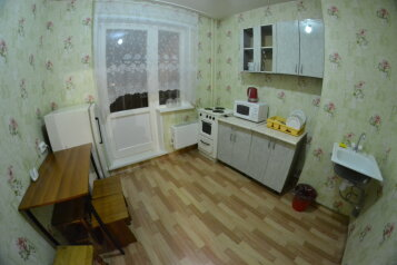 4-комн. квартира, 70 кв.м. на 8 человек, Северный проезд, 12, Ленинский район, Красноярск - Фотография 1