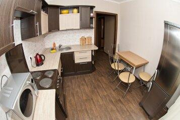 3-комн. квартира, 80 кв.м. на 8 человек, Северный проезд, 16, Ленинский район, Красноярск - Фотография 1