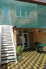 Домик у моря, 60 кв.м. на 8 человек, 2 спальни, улица Чкалова, Динамо, Феодосия - Фотография 1