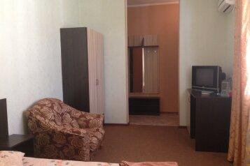 Люкс 2-этажный пятиместный :  Номер, Люкс, 5-местный, 2-комнатный, ПАНСИОНАТ, Туристическая улица, 25 на 57 номеров - Фотография 3