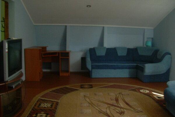 ДОМ в Феодосии , от 2-до 8 человек., 60 кв.м. на 7 человек, 6 спален, 4-й Степной проезд, 15, Феодосия - Фотография 1