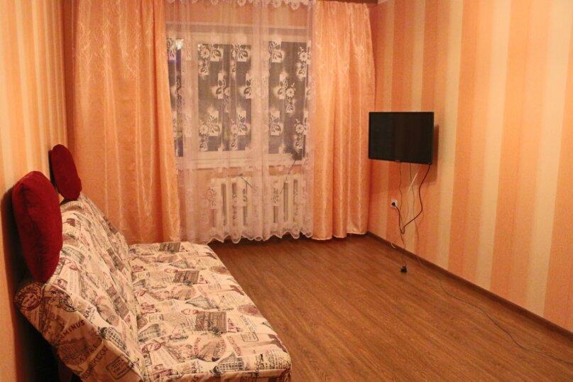 2-комн. квартира, 46 кв.м. на 4 человека, Советской Конституции, 11, Кировск - Фотография 1