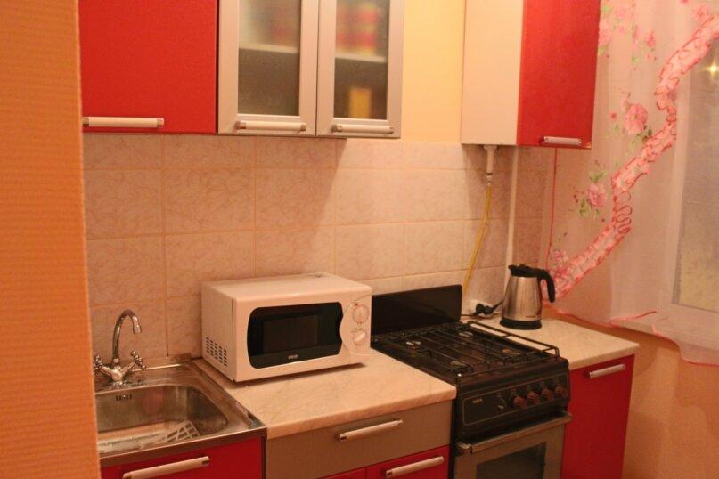 2-комн. квартира, 46 кв.м. на 4 человека, Советской Конституции, 11, Кировск - Фотография 5