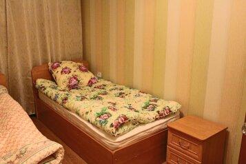 2-комн. квартира, 46 кв.м. на 4 человека, Советской Конституции, 11, Кировск - Фотография 3