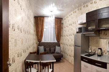 1-комн. квартира, 55 кв.м. на 4 человека, улица Салтыкова-Щедрина, Центральный район, Тюмень - Фотография 1