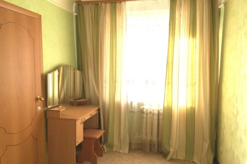 2-комн. квартира, 45 кв.м. на 4 человека, улица Всеволода Иванова, 1, Омск - Фотография 4
