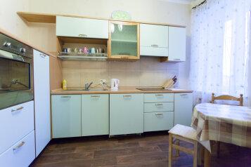 3-комн. квартира, 82 кв.м. на 6 человек, улица Работниц, 72, Челябинск - Фотография 1