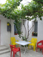 Сдам дом для отдыха, 80 кв.м. на 11 человек, 14 спален, улица Вити Коробкова, 7, Евпатория - Фотография 1