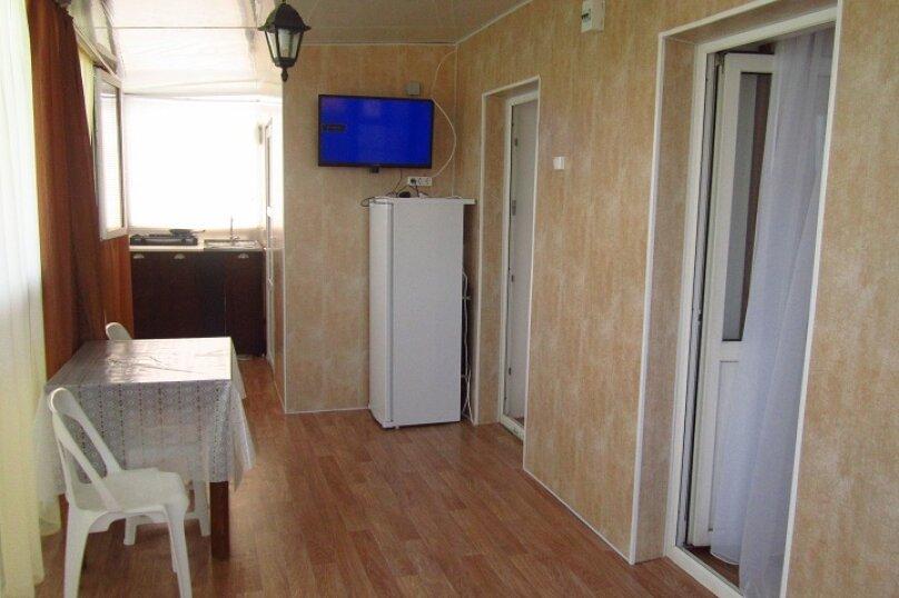 Благоустроенный 3-х комнатный номер  с кухней на 5 человек,  Зелёная , 14, Голубицкая - Фотография 1