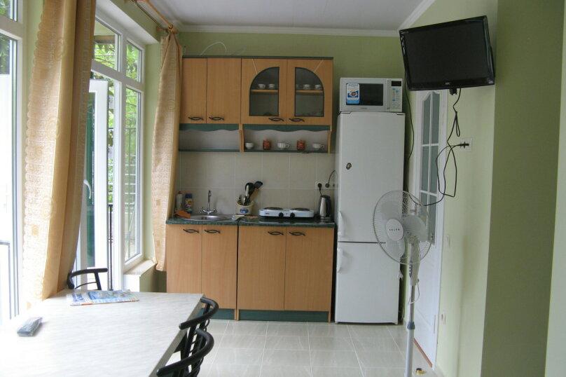 Первый этаж дома с двориком и гараж, 38 кв.м. на 4 человека, 2 спальни, улица Спендиарова, 14, Ялта - Фотография 8