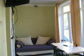 Первый этаж дома с двориком и гараж, 38 кв.м. на 4 человека, 2 спальни, улица Спендиарова, 14, Ялта - Фотография 1