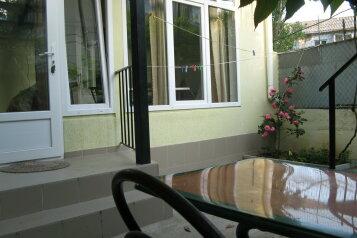 Первый этаж дома с двориком и гараж, 38 кв.м. на 4 человека, 2 спальни, улица Спендиарова, 14, Ялта - Фотография 3