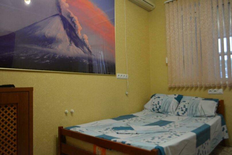 2-х комнатный 4-х местный, улица Кирова, 44, Геленджик - Фотография 1