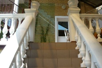 """Гостевой дом """"На Александра Блока 26"""", улица Александра Блока, 26 на 10 комнат - Фотография 1"""