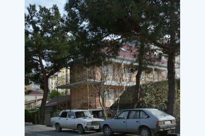 """Гостевой дом """"На Фадеева 20"""", улица Фадеева, 20 на 4 комнаты - Фотография 1"""
