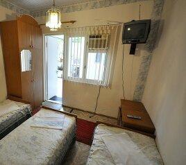 1-но комнатный 3-х местный:  Номер, Эконом, 3-местный, 1-комнатный, Гостевой дом, улица Толстого на 9 номеров - Фотография 4