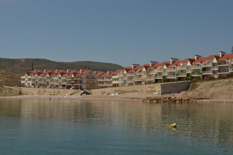 Семейный номер с боковым видом на море, бухта Двуякорная, 52, поселок Орджоникидзе, Феодосия - Фотография 1