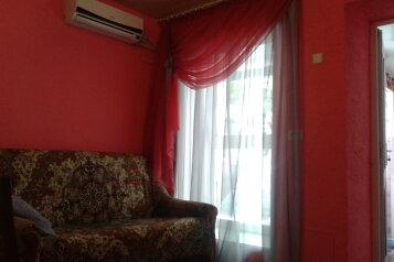 Сдам благоустроенный двухкомнатный дом, 80 кв.м. на 8 человек, 2 спальни, улица Вити Коробкова, Евпатория - Фотография 2