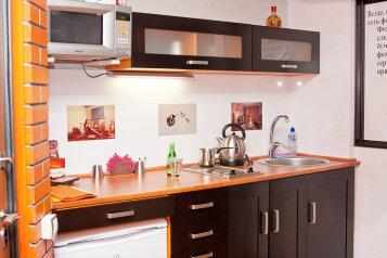 1-комн. квартира, 36 кв.м. на 1 человек, бульвар Орджоникидзе, 15, Автозаводский район, Тольятти - Фотография 1