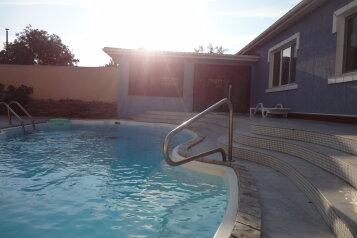 Коттедж на две семьи с бассейном., 250 кв.м. на 8 человек, 2 спальни, улица Руденко, село Стерегущее - Фотография 1