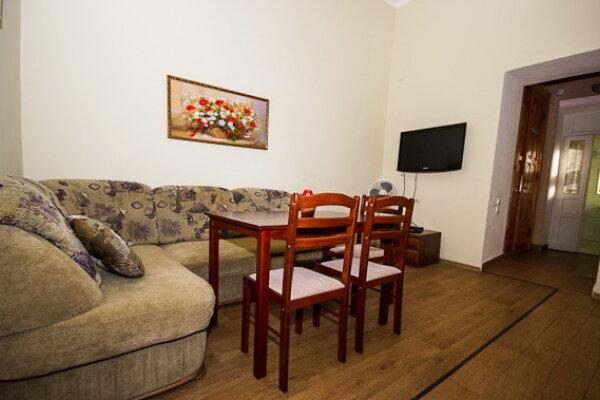 2-комн. квартира, 54 кв.м. на 5 человек, улица Революции, 34, Евпатория - Фотография 1