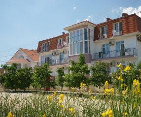 Гостевой дом, Заозерное, ул.Курортная  на 29 номеров - Фотография 1