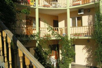 Гостевой дом, улица Чкалова на 20 номеров - Фотография 1
