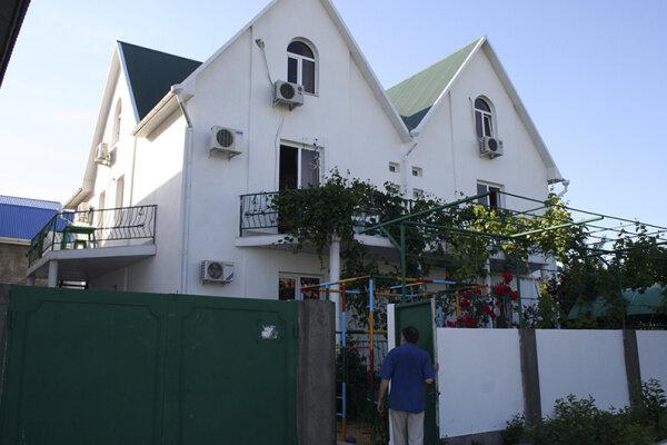 Гостевой  дом, улица Лермонтова, 28 на 10 комнат - Фотография 1