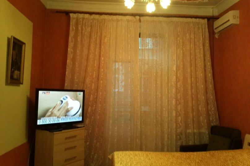 2-комн. квартира на 5 человек, улица Ленина, 18, Севастополь - Фотография 1