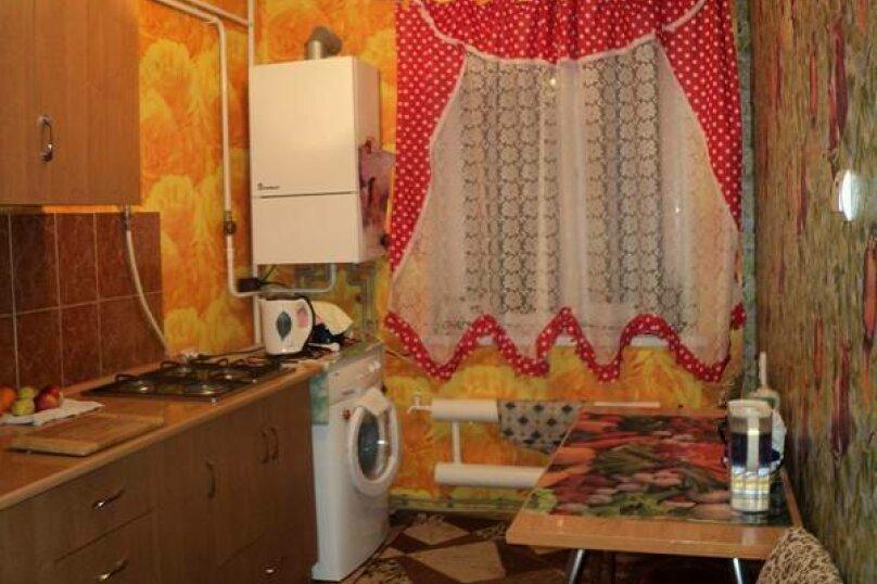 3-комн. квартира, 62 кв.м. на 8 человек, Севастопольская улица, 14, Саки - Фотография 2