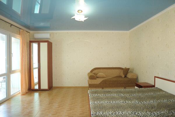 """Гостевой дом """"KARADENIZ"""", улица Ресимджилер, 5 на 19 комнат - Фотография 1"""
