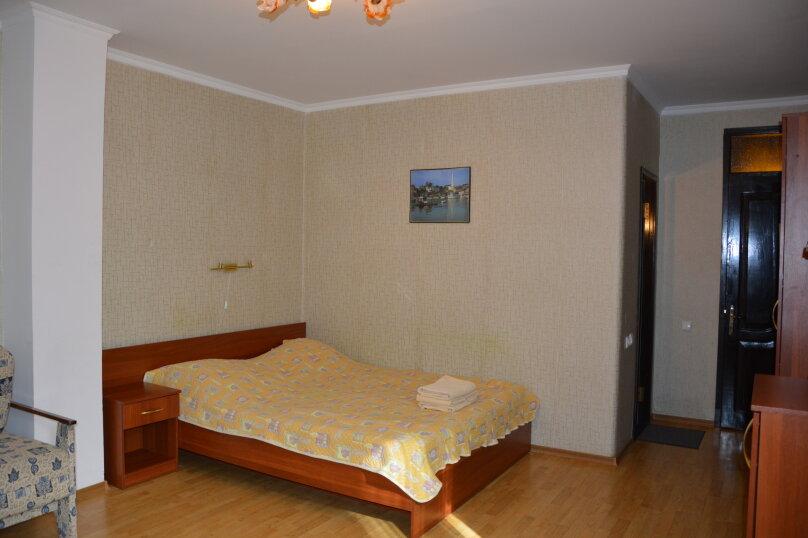 Эконом с одной двухспальной кроватью (без вида на море), шоссе Дражинского, 2А, Отрадное, Ялта - Фотография 1