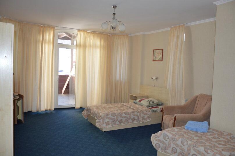 Двухместный номер с двумя отдельными кроватями (без вида на море), шоссе Дражинского, 2А, Отрадное, Ялта - Фотография 1
