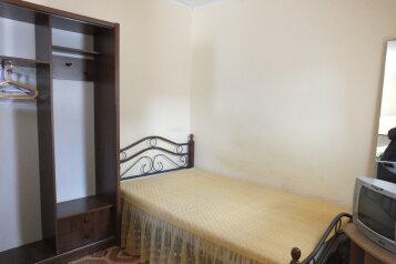 Недорогой однокомнатный дом с двориком  , 35 кв.м. на 4 человека, 4 спальни, Тихая, 19, поселок Орджоникидзе, Феодосия - Фотография 1
