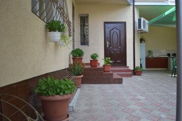 Дом люкс в курортной зоне, 100 кв.м. на 7 человек, 3 спальни, улица Гоголя, Евпатория - Фотография 2
