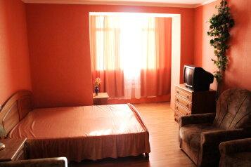 2-комн. квартира, 56 кв.м. на 6 человек, улица Героев Бреста, Севастополь - Фотография 1